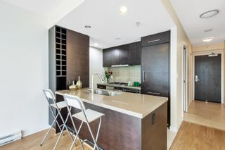 """Photo 7: 2302 833 HOMER Street in Vancouver: Downtown VW Condo for sale in """"Atelier"""" (Vancouver West)  : MLS®# R2615820"""