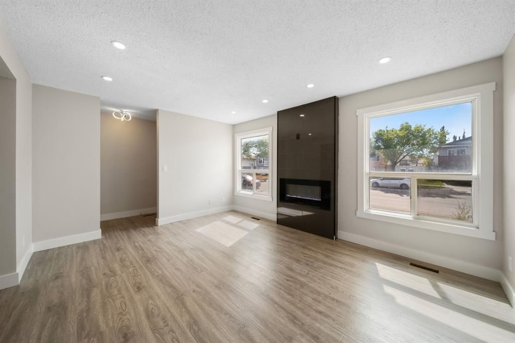 Main Photo: 3920 44 Avenue NE in Calgary: Whitehorn Semi Detached for sale : MLS®# A1115904