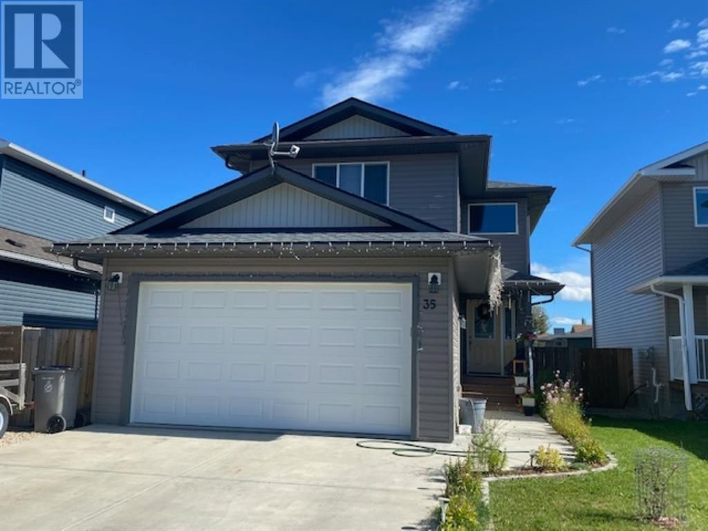 Main Photo: 35 Pritchard Drive in Whitecourt: House for sale : MLS®# A1145915