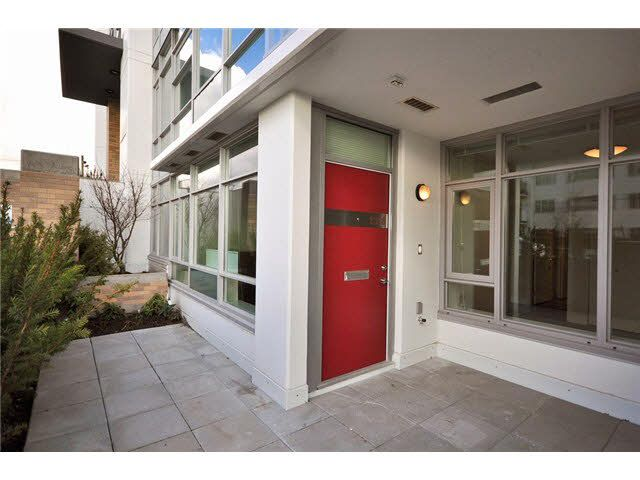 Photo 2: Photos: 1318 Chesterfield Avenue in North Vancouver: Central Lonsdale Townhouse  : MLS®# V1080976