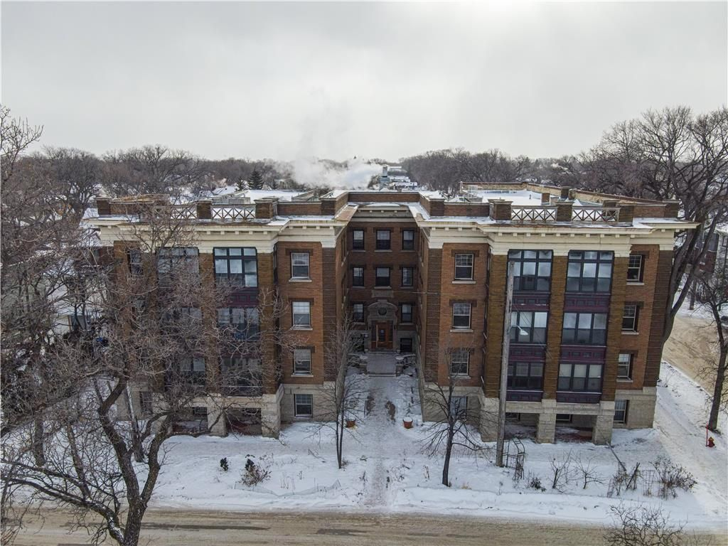 Main Photo: 30 828 Preston Avenue in Winnipeg: Wolseley Condominium for sale (5B)  : MLS®# 202102829