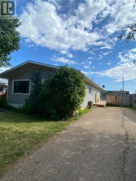 Main Photo: 10313 100 Street in High Level: House for sale : MLS®# A1142020