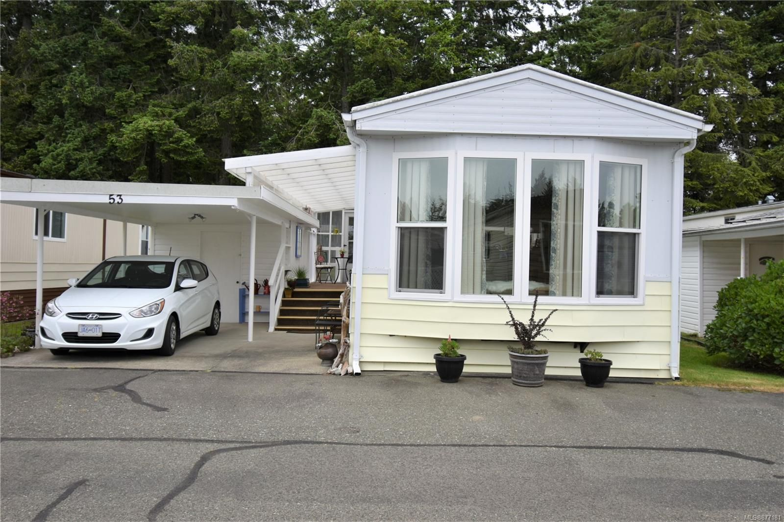 Main Photo: 53 1240 Wilkinson Rd in : CV Comox Peninsula Manufactured Home for sale (Comox Valley)  : MLS®# 877181