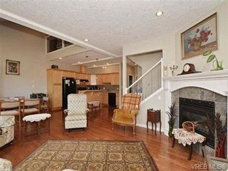 Photo 4: 3 4079 Douglas St in VICTORIA: SE High Quadra Row/Townhouse for sale (Saanich East)  : MLS®# 704538