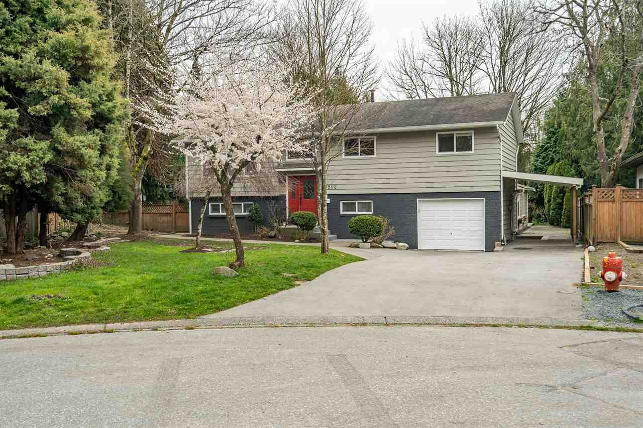 Main Photo: 5802 ANGUS Place in Surrey: Cloverdale BC House for sale (Cloverdale)  : MLS®# R2559816