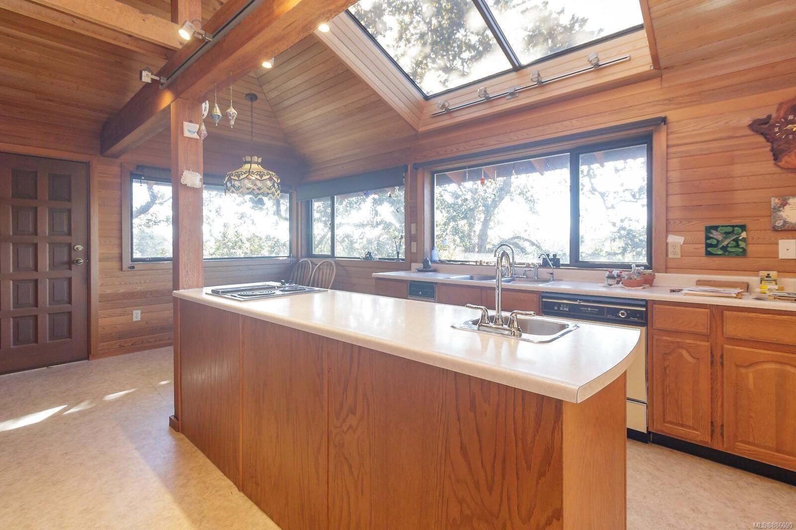 Photo 15: Photos: 4553 Blenkinsop Rd in : SE Blenkinsop House for sale (Saanich East)  : MLS®# 886090