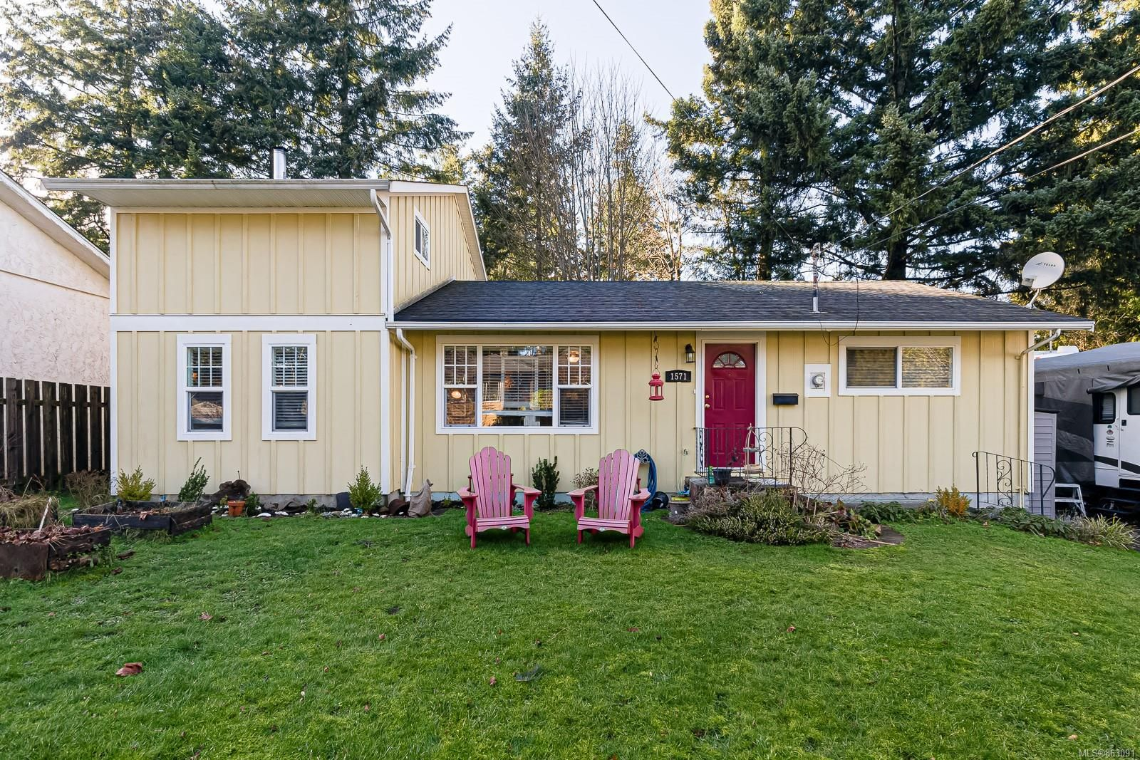 Main Photo: 1571 Tull Ave in : CV Courtenay City House for sale (Comox Valley)  : MLS®# 863091