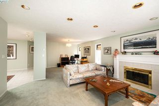 Photo 8: 3948 Scolton Lane in VICTORIA: SE Queenswood House for sale (Saanich East)  : MLS®# 837541