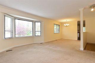 """Photo 3: 6337 SUNDANCE Drive in Surrey: Cloverdale BC House for sale in """"Cloverdale"""" (Cloverdale)  : MLS®# R2056445"""