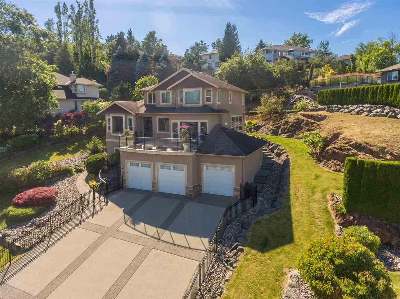 Main Photo: 8675 SUNBURST Place in Chilliwack: Chilliwack Mountain House for sale : MLS®# R2194271