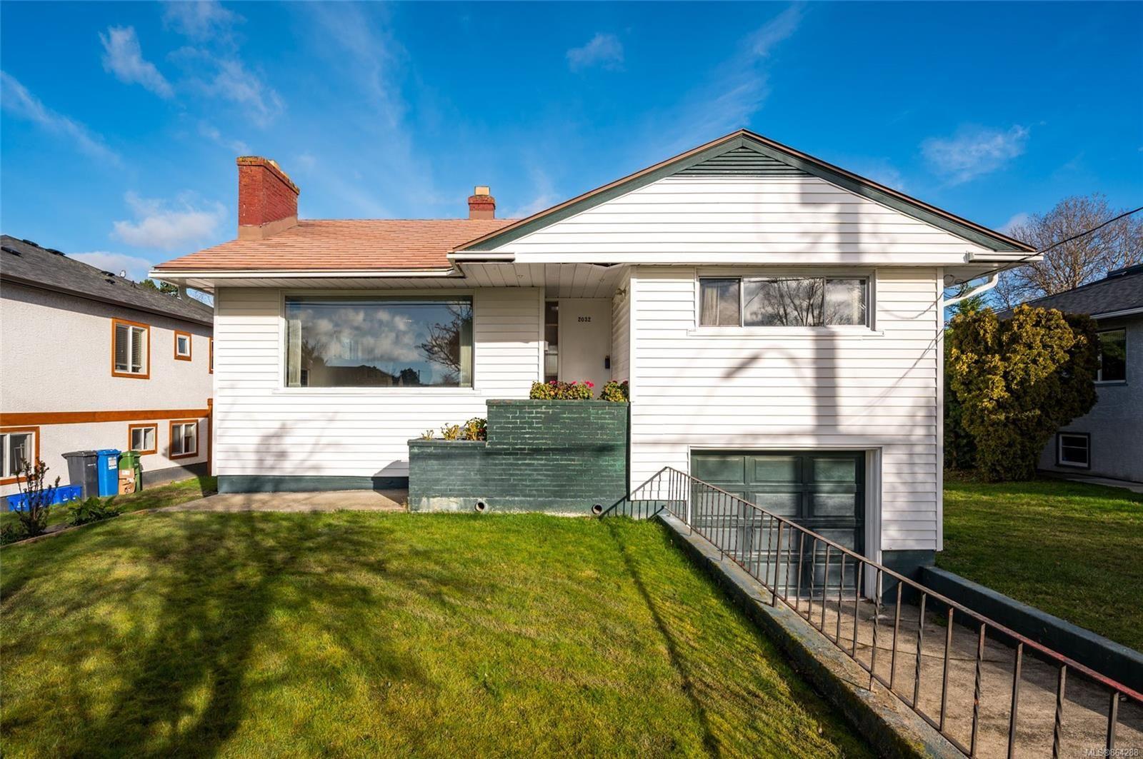 Main Photo: 2032 Allenby St in : OB Henderson House for sale (Oak Bay)  : MLS®# 864288