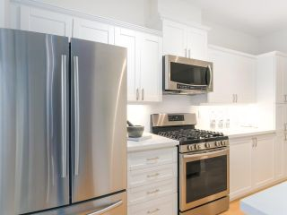 """Photo 10: 107 2688 VINE Street in Vancouver: Kitsilano Townhouse for sale in """"THE TREO"""" (Vancouver West)  : MLS®# R2406674"""