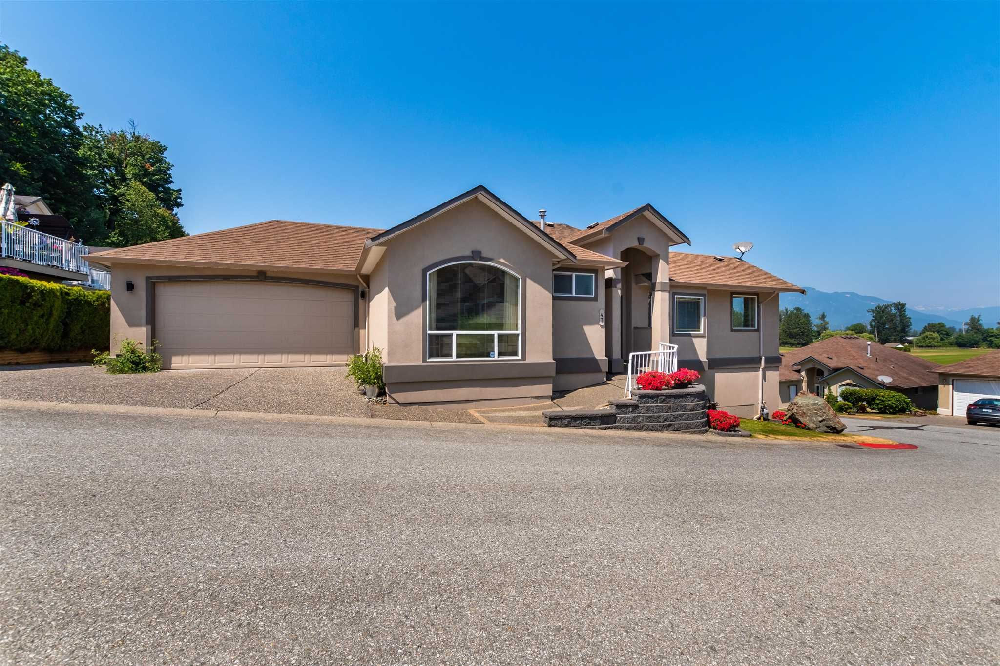 """Main Photo: 47 47470 CHARTWELL Drive in Chilliwack: Little Mountain House for sale in """"GRANDVIEW ESTATES"""" : MLS®# R2599834"""