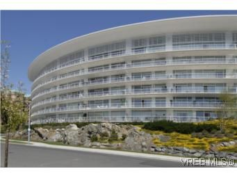 Main Photo: 212 68 Songhees Rd in VICTORIA: VW Songhees Condo for sale (Victoria West)  : MLS®# 499543