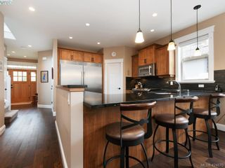 Photo 2: 2111 Sutherland Rd in VICTORIA: OB South Oak Bay House for sale (Oak Bay)  : MLS®# 838708