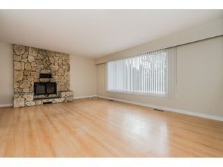 Photo 2: 45231 OLIVER Crescent in Chilliwack: Sardis West Vedder Rd House for sale (Sardis)  : MLS®# R2582059