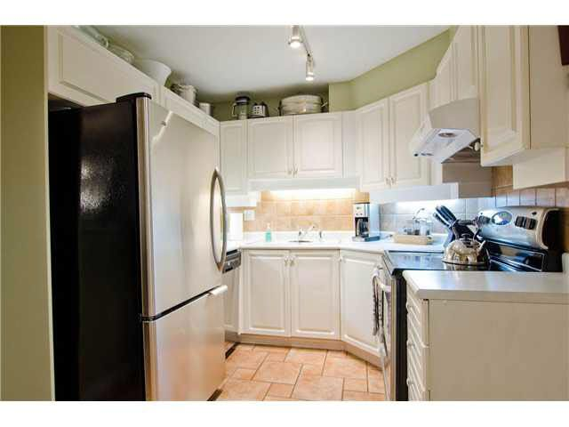 """Photo 13: Photos: 106 15272 20TH Avenue in Surrey: King George Corridor Condo for sale in """"Windsor Court"""" (South Surrey White Rock)  : MLS®# F1429895"""