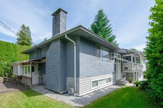 Photo 3: 687 LINTON Street in Coquitlam: Central Coquitlam House for sale : MLS®# R2474802