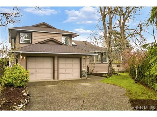 Main Photo: 3819 Synod Rd in VICTORIA: SE Cedar Hill House for sale (Saanich East)  : MLS®# 724403