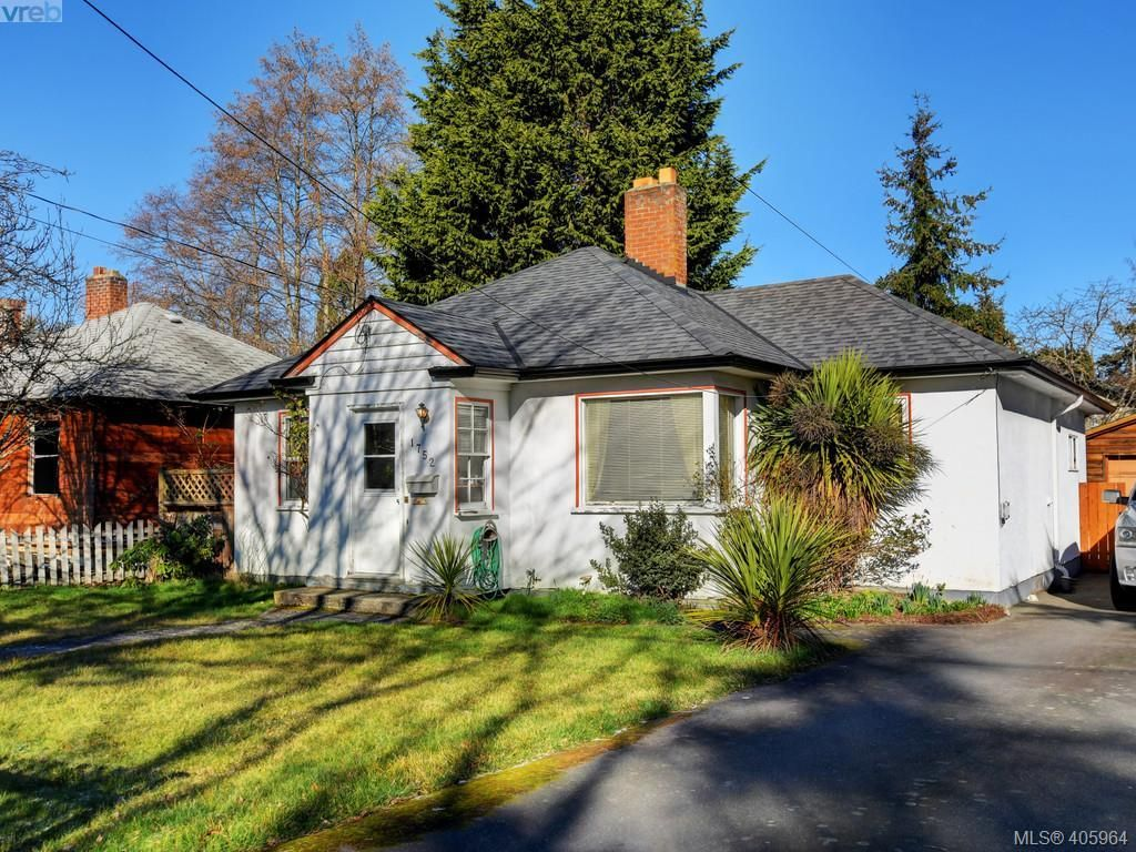 CHARMING HOME ON LEVEL 50 X 101 LOT