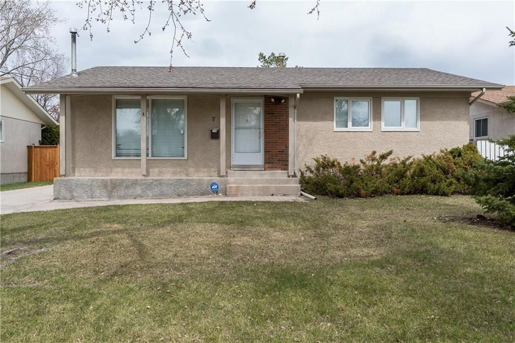Main Photo: 7 Stacey Bay in Winnipeg: Valley Gardens Residential for sale (3E)  : MLS®# 202110452