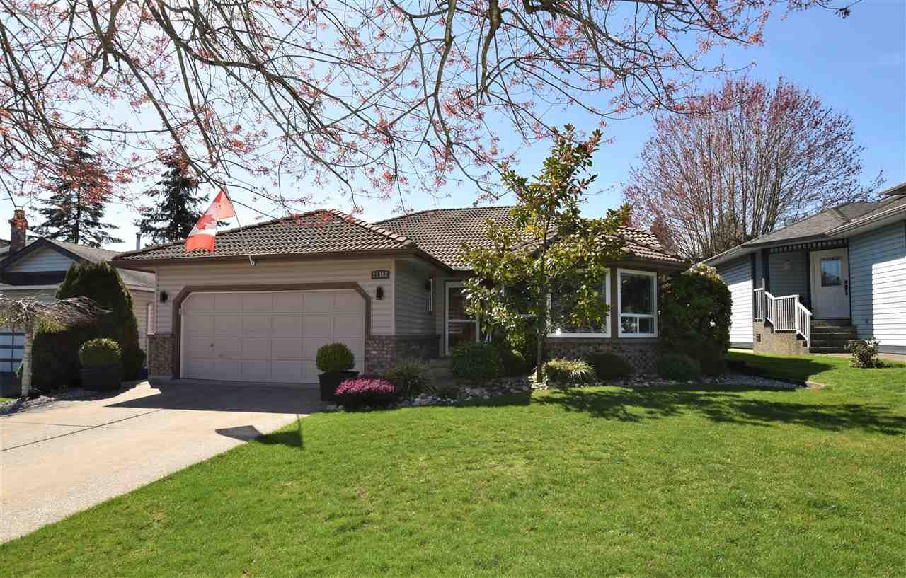 """Main Photo: 21302 86A Crescent in Langley: Walnut Grove House for sale in """"Forest Hills"""" : MLS®# R2365747"""