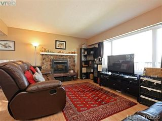 Photo 2: 955 Hereward Rd in VICTORIA: VW Victoria West House for sale (Victoria West)  : MLS®# 755998