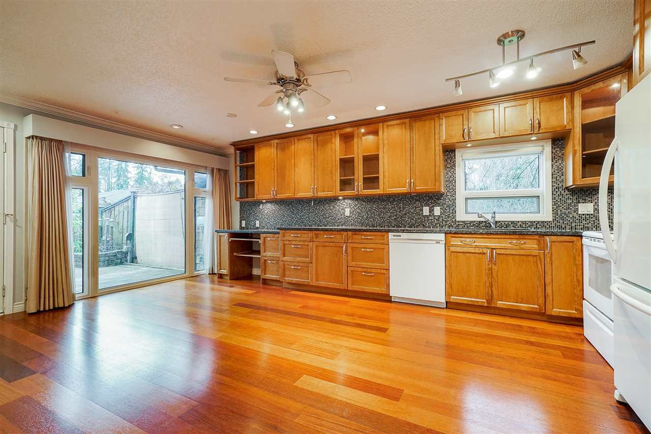 Photo 7: Photos: 4251 BRIDGEWATER Crescent in Burnaby: Cariboo Townhouse for sale (Burnaby North)  : MLS®# R2525864