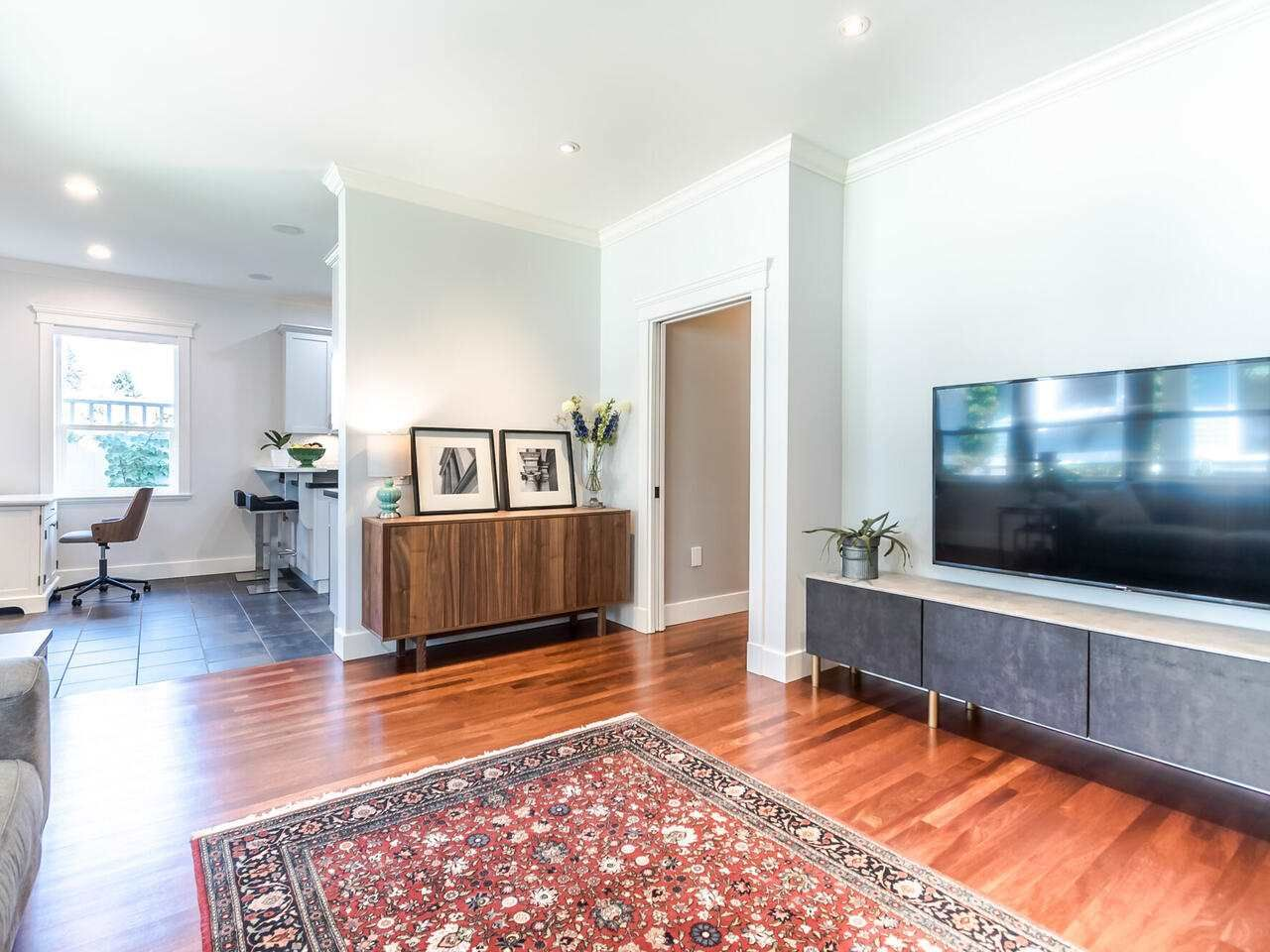 Photo 9: Photos: 905 LAUREL Street in New Westminster: The Heights NW House for sale : MLS®# R2570711