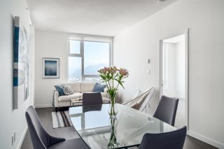 """Photo 8: 3202 5515 BOUNDARY Road in Vancouver: Collingwood VE Condo for sale in """"Wall Centre Central Park"""" (Vancouver East)  : MLS®# R2208071"""