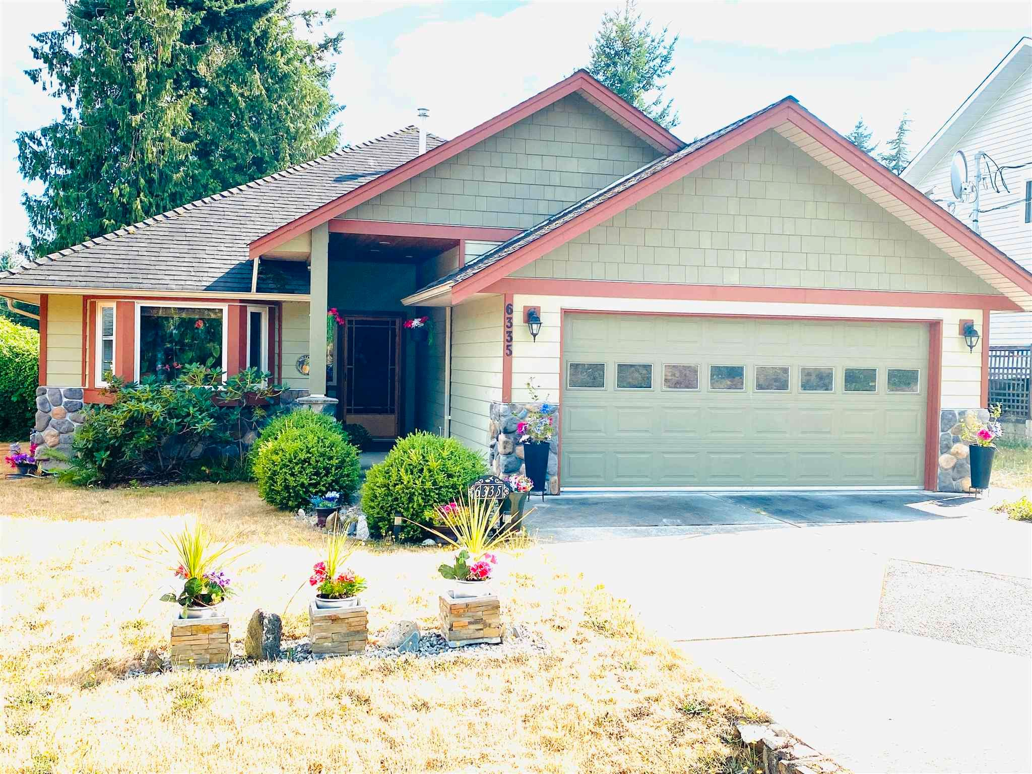 Main Photo: 6335 PICADILLY Place in Sechelt: Sechelt District House for sale (Sunshine Coast)  : MLS®# R2608131