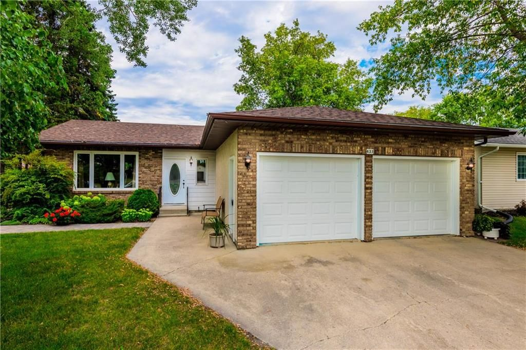 Main Photo: 437 MCKENZIE Avenue in Steinbach: R16 Residential for sale : MLS®# 202021806