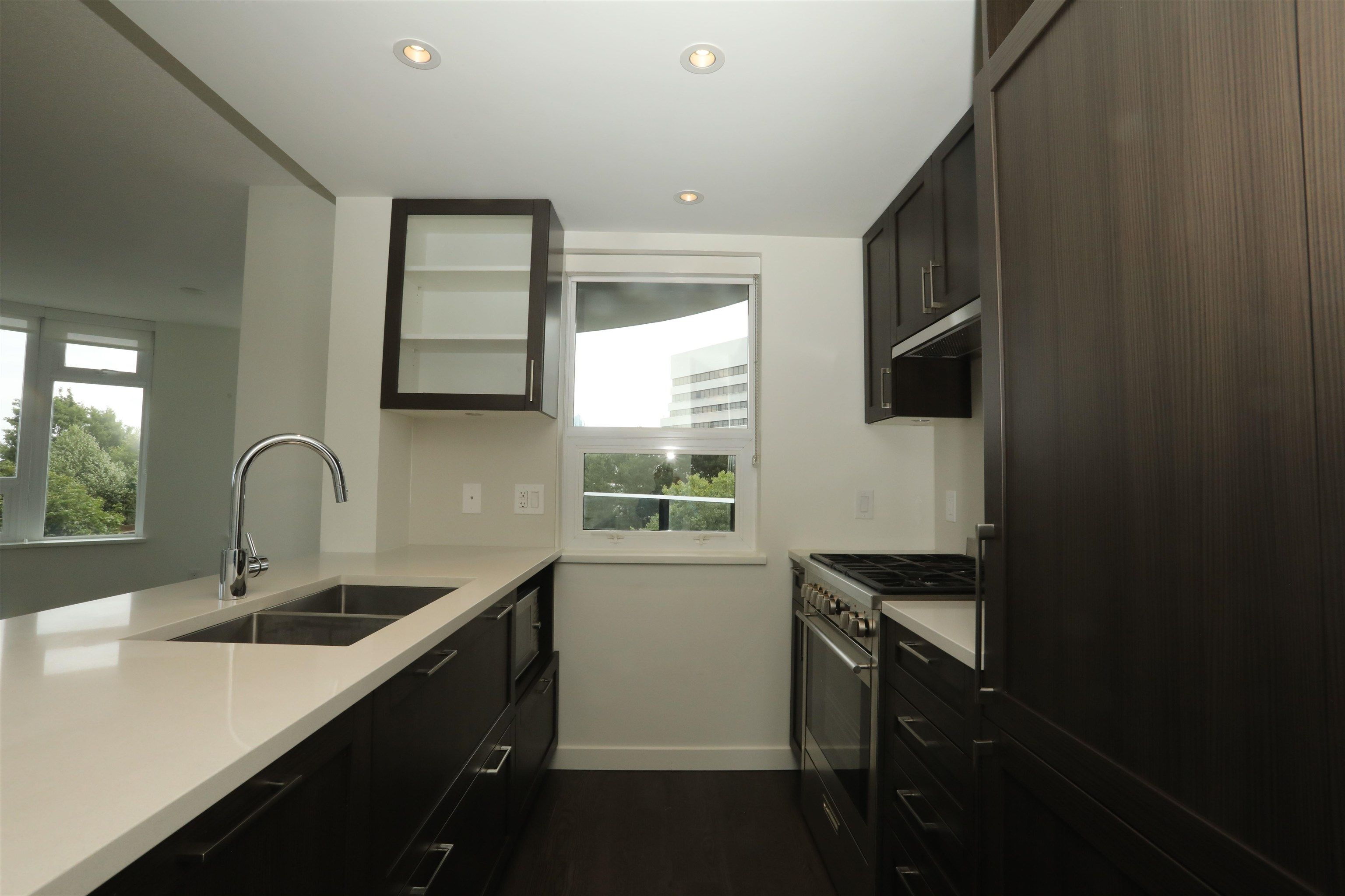 Main Photo: 913 5470 ORMIDALE Street in Vancouver: Collingwood VE Condo for sale (Vancouver East)  : MLS®# R2611619