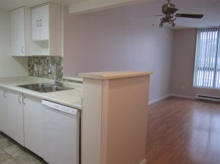 """Photo 4: 603 838 AGNES Street in New Westminster: Downtown NW Condo for sale in """"Westminster Towers"""" : MLS®# R2430621"""