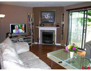 """Photo 3: 1 6601 138TH Street in Surrey: East Newton Townhouse for sale in """"Hyland Creek"""" : MLS®# F2715623"""