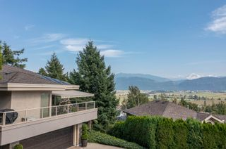 """Photo 3: 2249 MOUNTAIN Drive in Abbotsford: Abbotsford East House for sale in """"Mountain Village"""" : MLS®# R2609681"""