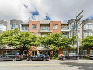 """Photo 2: 203 789 W 16TH Avenue in Vancouver: Fairview VW Condo for sale in """"SIXTEEN WILLOWS"""" (Vancouver West)  : MLS®# R2591113"""