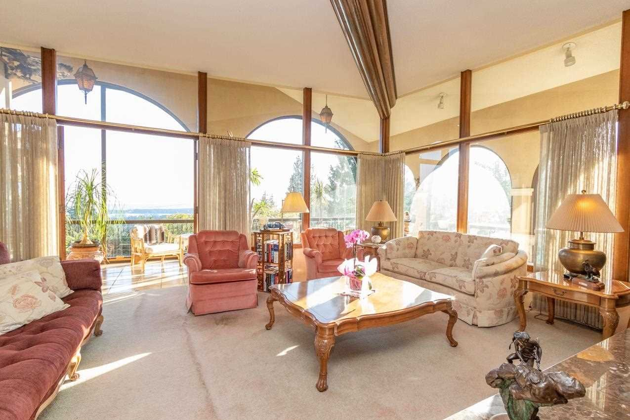 Photo 8: Photos: 385 MONTERAY Avenue in North Vancouver: Upper Delbrook House for sale : MLS®# R2582994