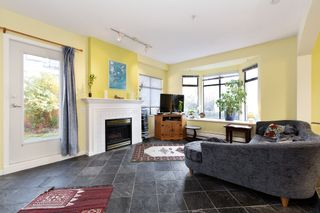 """Photo 2: 17 221 ASH Street in New Westminster: Uptown NW Townhouse for sale in """"PENNY LANE"""" : MLS®# R2531968"""