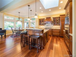 Photo 5: 1017 Valewood Trail in VICTORIA: SE Broadmead House for sale (Saanich East)  : MLS®# 741908