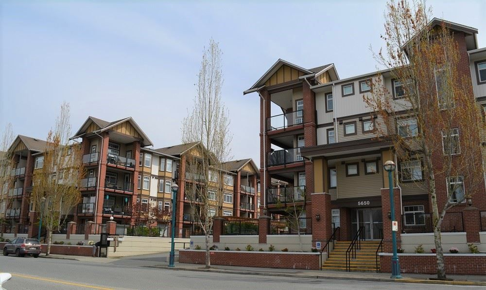 Main Photo: 322 5650 201A STREET in Langley: Langley City Condo for sale : MLS®# R2360178