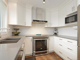 Photo 2: 4071 Santa Anita Ave in VICTORIA: SW Strawberry Vale House for sale (Saanich West)  : MLS®# 783110