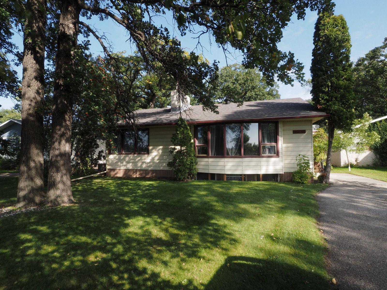 Main Photo: 234 Crescent Road W in Portage la Prairie: House for sale : MLS®# 202102253