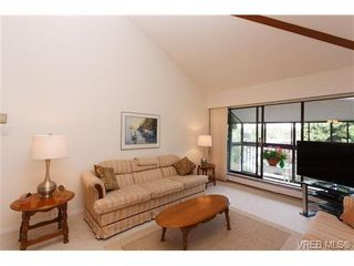 Photo 4: 403 1005 McKenzie Ave in VICTORIA: SE Quadra Condo for sale (Saanich East)  : MLS®# 647040