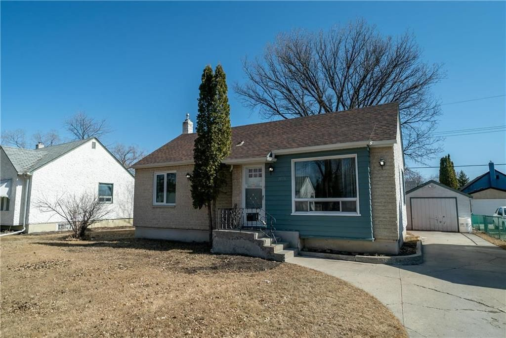 Main Photo: 315 SACKVILLE Street in Winnipeg: St James Residential for sale (5E)  : MLS®# 202105933