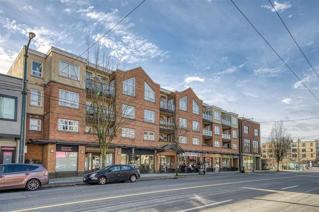 """Main Photo: 212 3638 W BROADWAY in Vancouver: Kitsilano Condo for sale in """"Coral Court"""" (Vancouver West)  : MLS®# R2543062"""