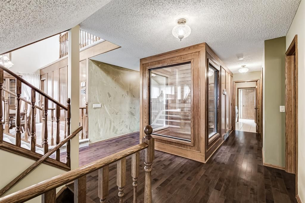 Photo 5: Photos: 156 Edgehill Close NW in Calgary: Edgemont Detached for sale : MLS®# A1127725