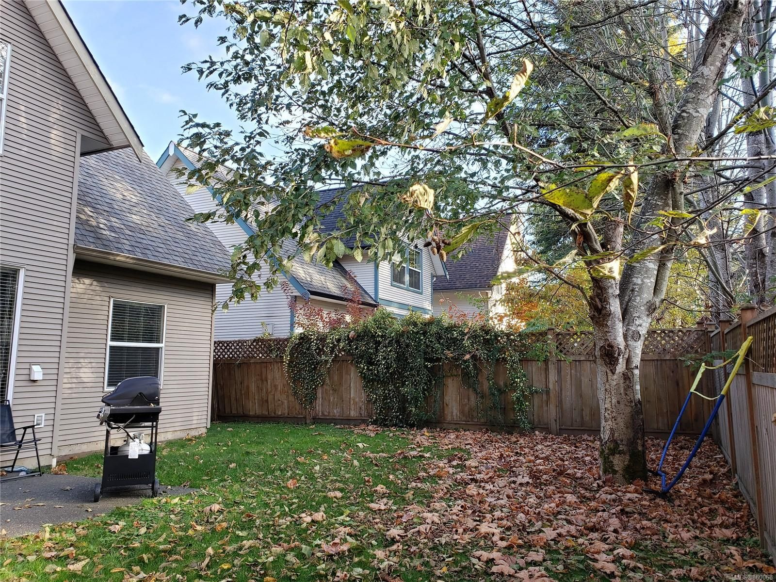 Photo 3: Photos: 105 2787 1st St in Courtenay: CV Courtenay City House for sale (Comox Valley)  : MLS®# 860068