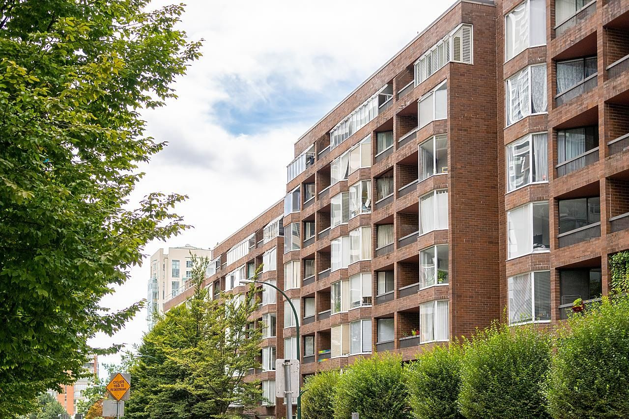 """Main Photo: 721 1333 HORNBY Street in Vancouver: Downtown VW Condo for sale in """"Anchor Point III"""" (Vancouver West)  : MLS®# R2610056"""