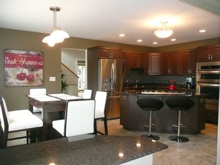 Photo 6: 2466 Assiniboine Crescent in : Silver Heights Single Family Detached for sale